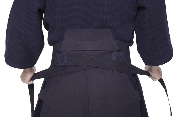 Putting On The Tare Putting On The Tare Kendo Sport Der